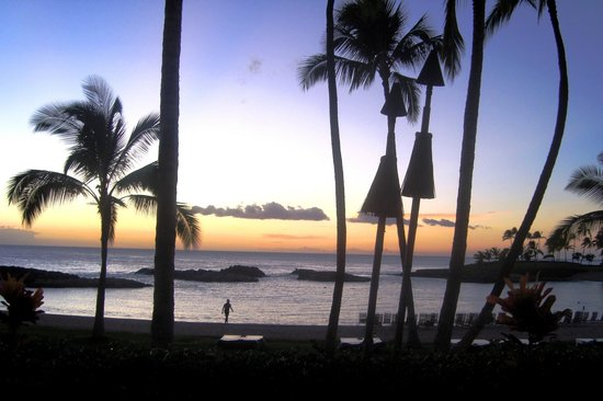 Marriott Ko Olina Beach Club: Sunset from the pool area