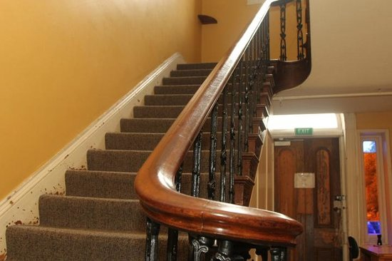 Hogwartz Backpacker Hostel : stairs to upstairs rooms