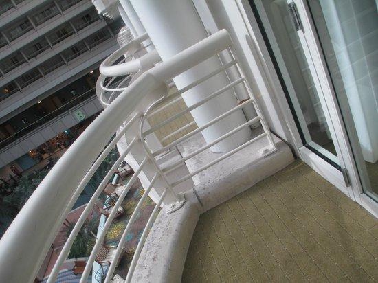 Hyatt Regency Orlando International Airport : A shot of the balcony.