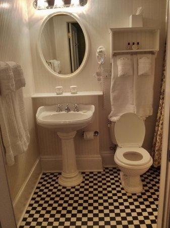 The Marshall House: small bathroom but love the design