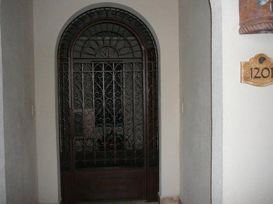 Villa La Estancia : Gate opens to foyer of 3 bedroom Villa