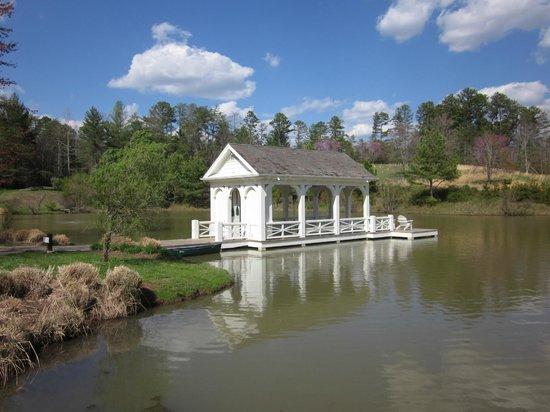 Blackberry Farm: Boat dock on trout pond