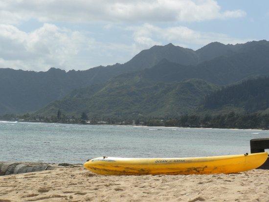 Tiki Moon Villas: The kayak and the beach