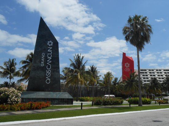 Grand Oasis Cancun: no college kids