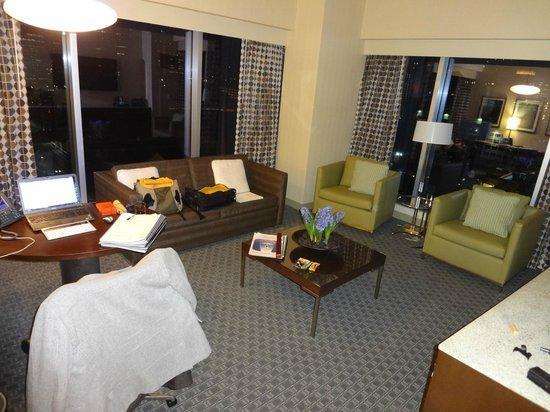 Grewn Hotel Luxury Suite Living Room