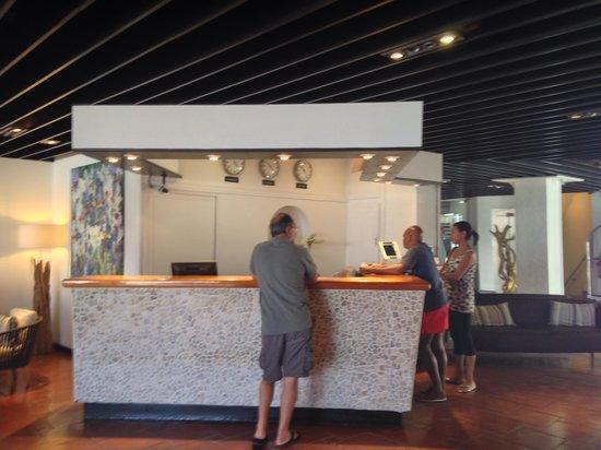 Holland House Beach Hotel: The Front Lobby