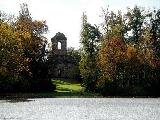 Schwetzingen Castle (Schloss): Many interesting places in Castle´s Garden...