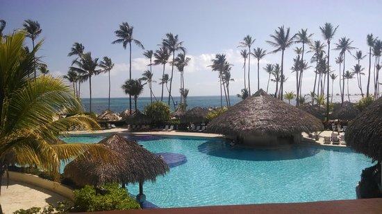 Paradisus Palma Real Golf & Spa Resort: View of the main pool and beach