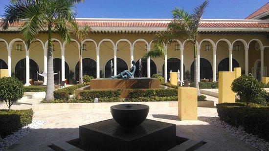 Paradisus Palma Real Golf & Spa Resort: Courtyard