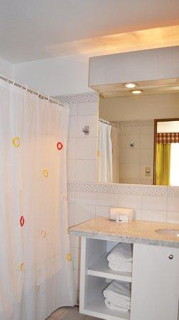 Hotel Nippon: Baño