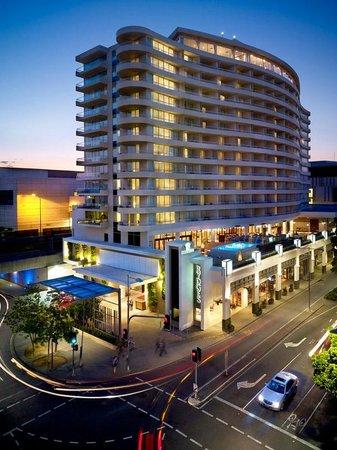 Rydges South Bank Brisbane: Exterior - Night