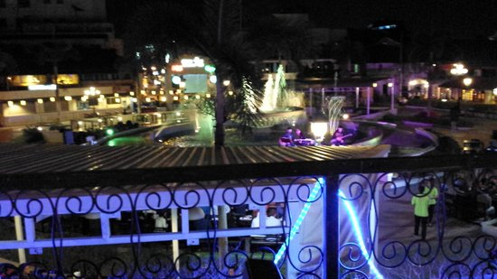 Nam Phou Fountain : イルミネーション
