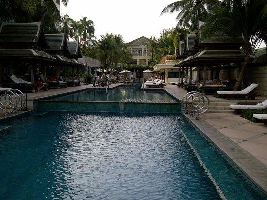 The Peninsula Bangkok: Georgeous pool to cool off
