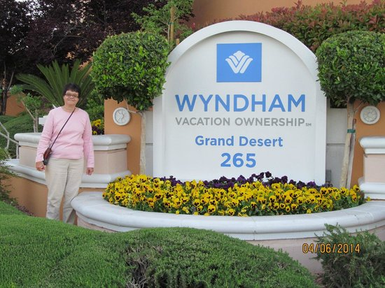 Wyndham Grand Desert : Entrance of Whyndham Resort- nicely decorated