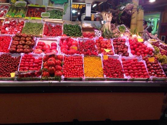 Mercado de Santa Caterina: Varieta' di pomodori...bellissimi!
