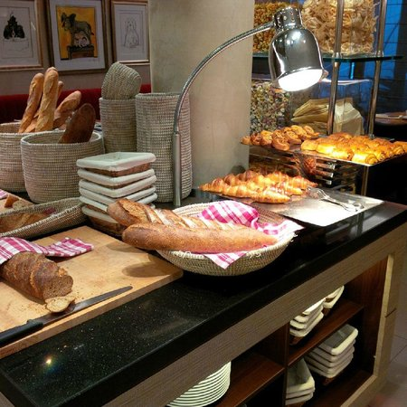 Le Parc Hotel Restaurant & Spa : Tomi: breakfast