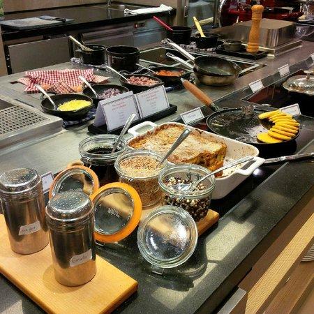 Le Parc Hotel Restaurant & Spa : Tomi: breakfast