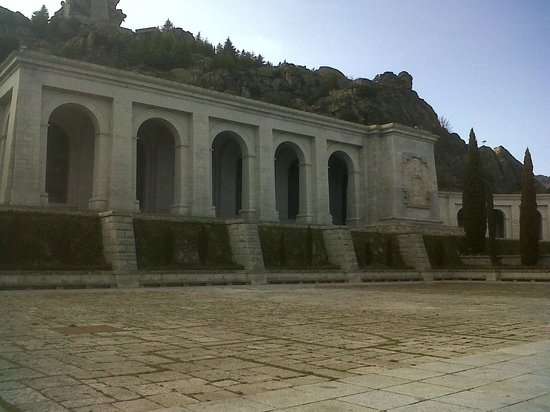 Valle de los Caídos: entrada basilica