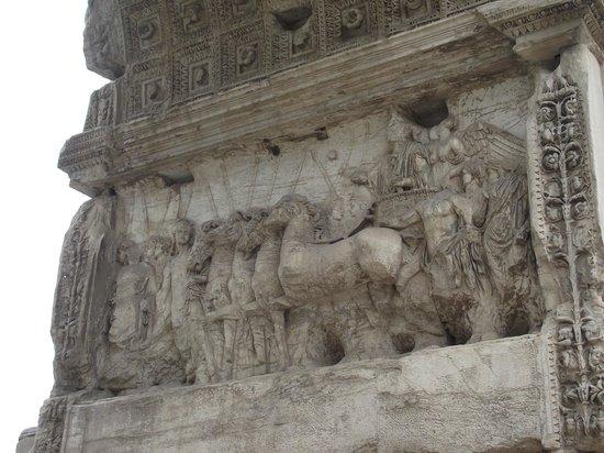 Arco di Tito : Detalhes em outro lado do arco