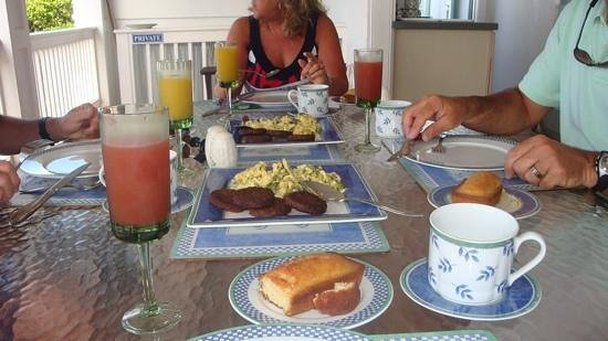 At Home In The Tropics Bed and Breakfast Inn : One of many yummy brekkies!