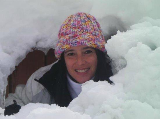 Cabanas Huella Blanca: Fue el hueco que quedo en la ventana posterior luego de la nevada de la noche