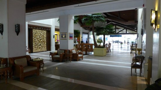 Boao Golden Coast Hot Spring Hotel: huge lobby area