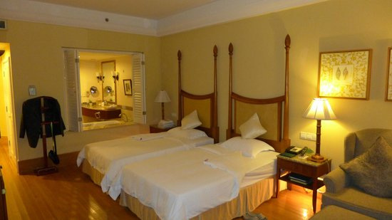 Boao Golden Coast Hot Spring Hotel: Deluxe Double Room Paid RMP 1070/night: you decide