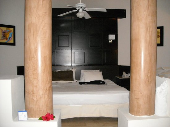 Chambre picture of bavaro princess all suites resort for Hotel spa chambre