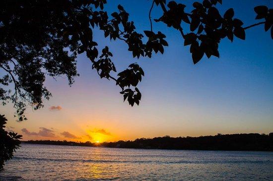 Erakor Island Resort & Spa : Sunset over Erakor Lagoon