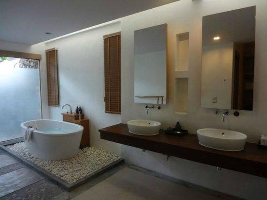 Metadee Resort and Villas: bathroom