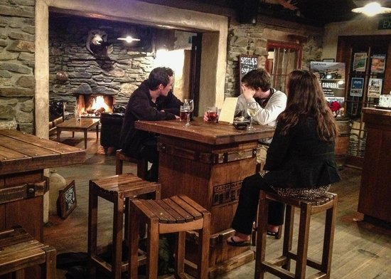 Cardrona Hotel : From the bar, looking through to the restaurant