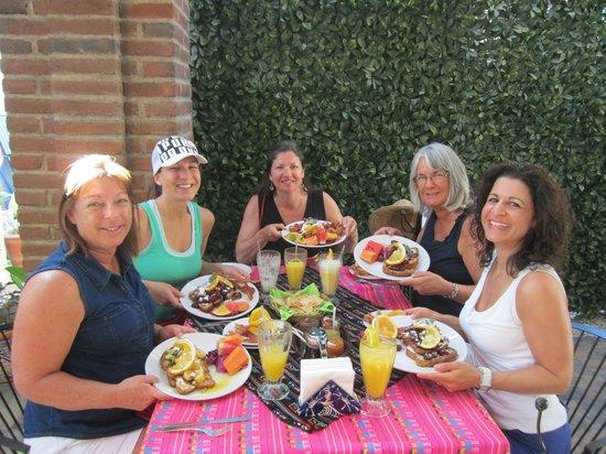 Mama's Royal Cafe : Girls' Breakfast