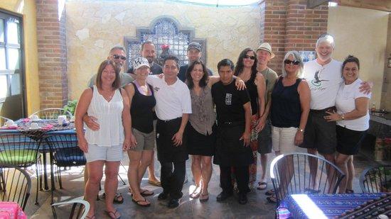Mama's Royal Cafe : The whole gang