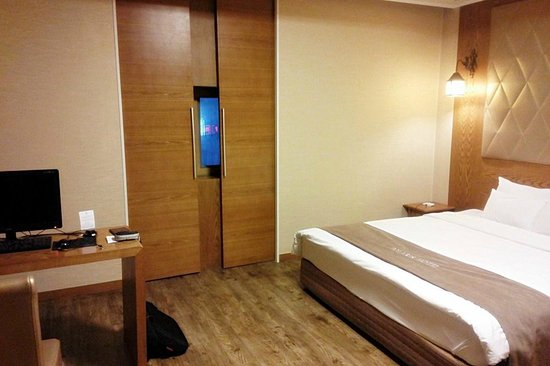 Polaris Hotel : Sliding window