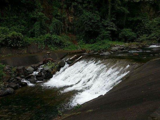 Ditumabo Falls: semi falls