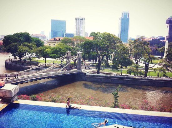The Fullerton Hotel Singapore: Pool and river view