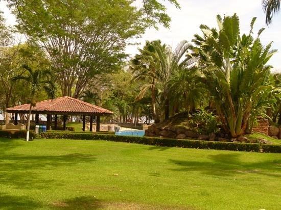 Casa Conde Beach-Front Hotel: la piscine, la mer apres ...