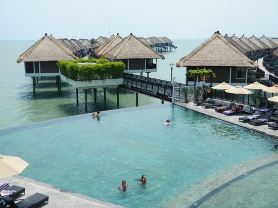 Pool picture of avani sepang goldcoast resort sepang for Splash pool show gold coast