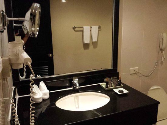 Grand President Bangkok: Bathroom