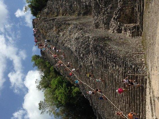 Helaman Tours: Coba Pyramid