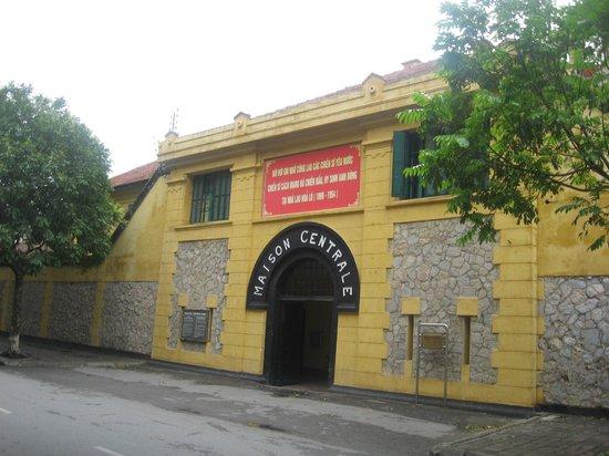 Prisión de Hoa Lo: Entrance to Hoa Lo Prison