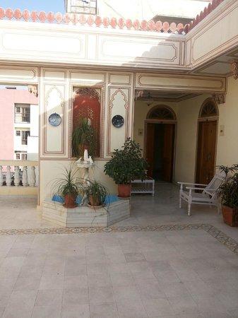 Hotel Madhuban : Outside the room