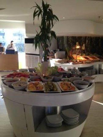 EDEN Hotel Kuta Bali - Managed by Tauzia: Breakfast