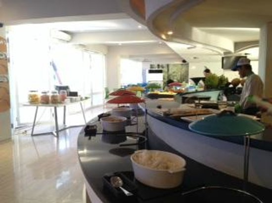 EDEN Hotel Kuta Bali - Managed by Tauzia: Breakfast
