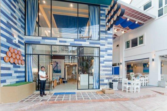 The Blue Pearl Kata Hotel : The entrance / Вход в отель