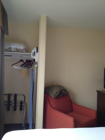 Holiday Inn Express Hotel and Suites Scottsdale - Old Town: Closet Space in Bedroom 2 Queen Suite