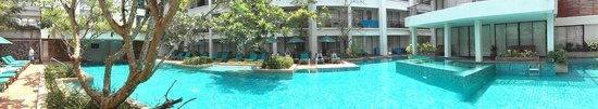 Banthai Beach Resort & Spa: the Pool area