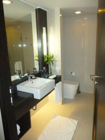 Radisson Suites Bangkok Sukhumvit: Kamar mandi