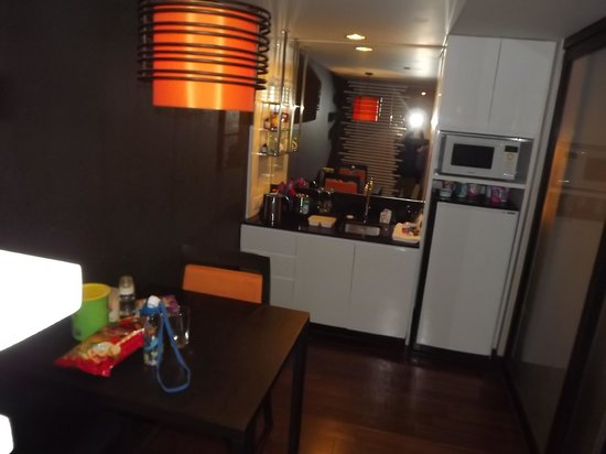 Radisson Suites Bangkok Sukhumvit: Mini Pantry