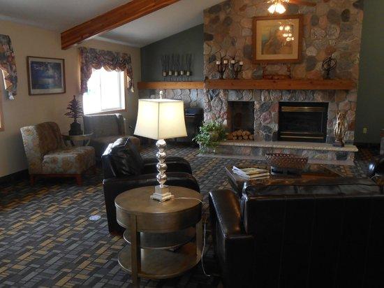 AmericInn Lodge & Suites Little Falls: Warm Inviting Lobby